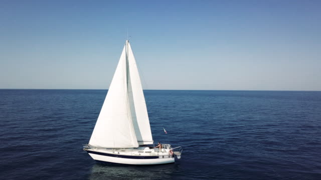 traveling with a sailboat, sailing along the seas - nave a vela video stock e b–roll