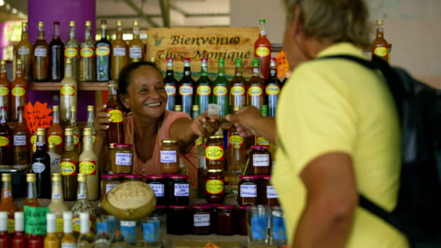 a traveller with local vendors on a caribbean market - schmecken stock-videos und b-roll-filmmaterial