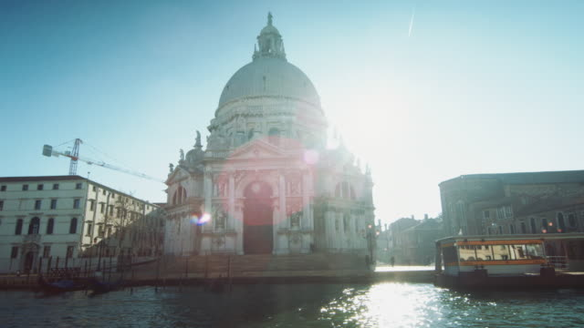 WS - Travelling around the Salute basilica from the Grand Canal