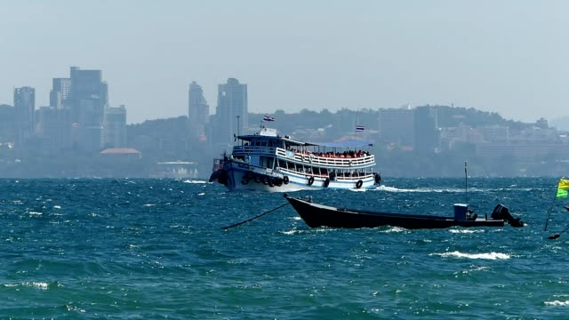 travelling by boat to the island - pattaya stock videos & royalty-free footage