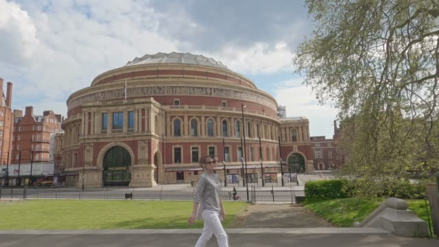 travelling shot of a deserted albert hall on easter sunday. after 20 days of lockdown the government urges the uk public to stay at home due to the... - famous place stock videos & royalty-free footage
