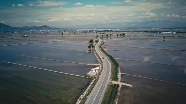 vídeos y material grabado en eventos de stock de viajar a través de arrozales - campo de arroz