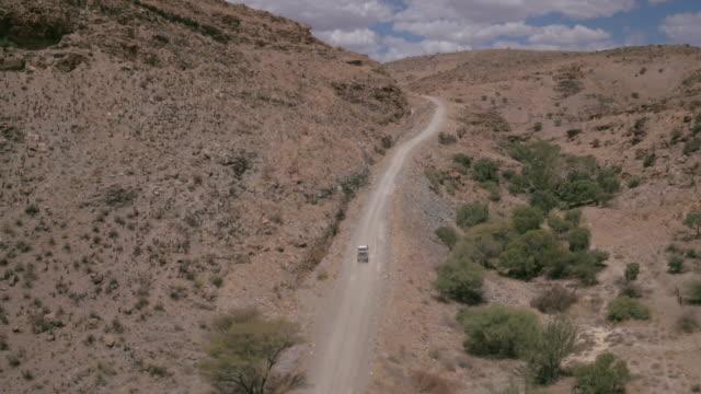 en resa genom öknen i namibia - namibian desert bildbanksvideor och videomaterial från bakom kulisserna