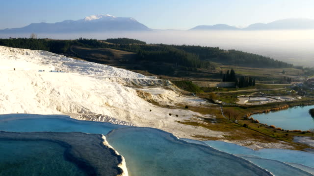 travertin-pools im antiken hierapolis in pamukkale, denizli - natürliches thermalbecken stock-videos und b-roll-filmmaterial