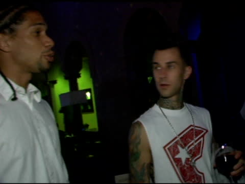 stockvideo's en b-roll-footage met travis barker at the 2005 stuff style awards inside at the roosevelt hotel in hollywood california on september 7 2005 - travis barker
