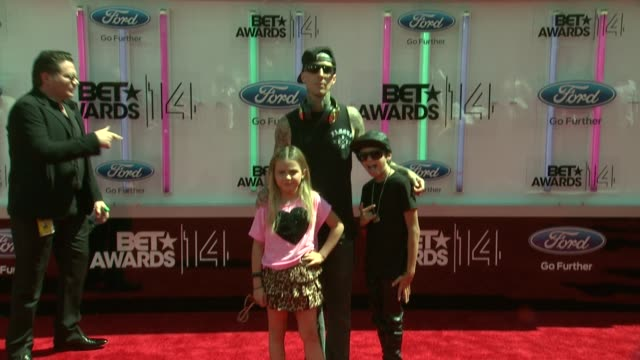 stockvideo's en b-roll-footage met travis barker at the 2014 bet awards on june 29, 2014 in los angeles, california. - black entertainment television