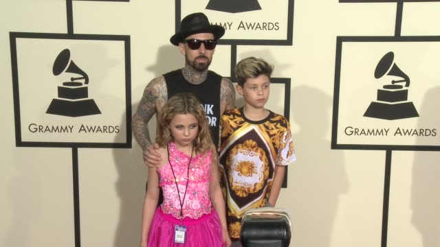 stockvideo's en b-roll-footage met travis barker at the 58th annual grammy awards® arrivals at staples center on february 15 2016 in los angeles california - travis barker
