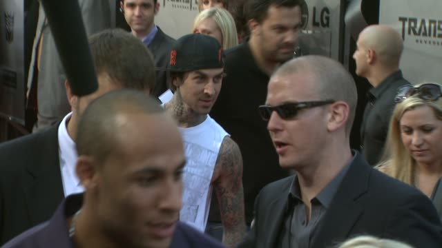 stockvideo's en b-roll-footage met travis barker at the 'transformers revenge of the fallen' premiere at los angeles ca - travis barker
