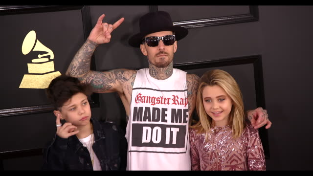 stockvideo's en b-roll-footage met travis barker landon barker and alabama barkerat the 59th annual grammy awards arrivals at staples center on february 12 2017 in los angeles... - travis barker
