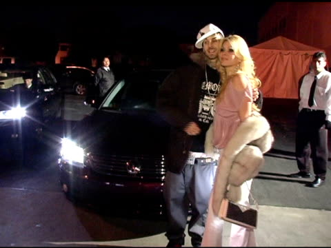stockvideo's en b-roll-footage met travis barker of blink 182 and his wife shanna moakler with a volkswagen at the 2005 volkswagen jetta premiere party sponsor at the lot in los... - travis barker