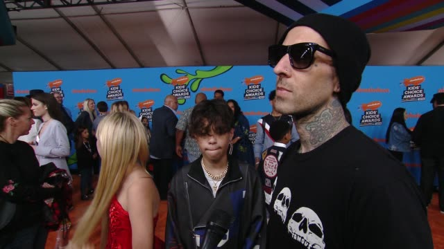 stockvideo's en b-roll-footage met interview travis barker on the excitement surrounding the kids' choice awards at the nickelodeon's 2018 kids' choice awards at the forum on march 24... - travis barker