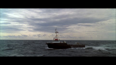 vidéos et rushes de ts trawler corkscrewing and rolling in a heavy, rolling sea - transport nautique