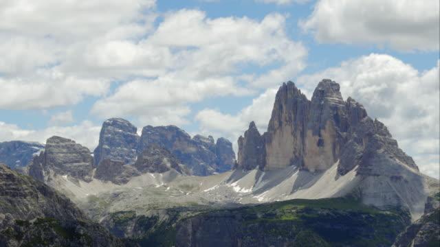 t/l tre cime di lavaredo (drei zinnen) and the sexten dolomites - tre cimo di lavaredo stock videos & royalty-free footage