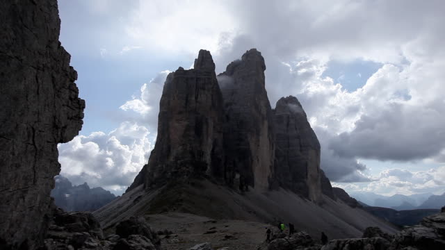 ws tre cime di lavaredo (three peaks) in auronzo dolomites / alto adige, italy   - tre cimo di lavaredo stock videos & royalty-free footage