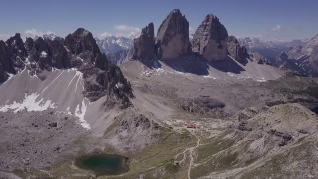 tre cime di lavaredo italian dolomites panorama - panoramica video stock e b–roll