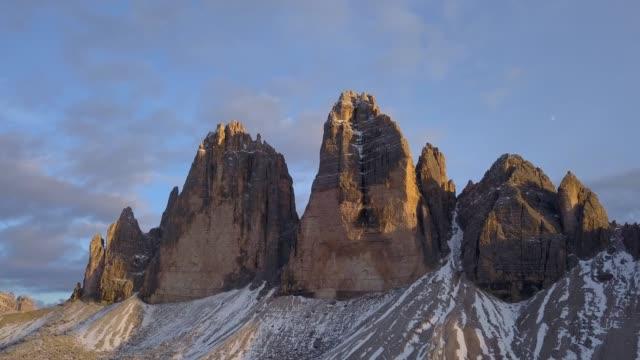 tre cime di lavaredo,dolomite alps, italy. - tre cimo di lavaredo stock videos & royalty-free footage