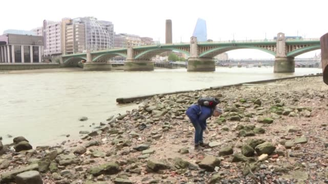 stockvideo's en b-roll-footage met treading her way along the muddy banks of the river thames lara maiklem picks out a tudor clothes pin which she wipes and adds to a row of others... - piercen