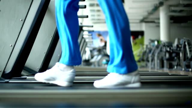 vídeos y material grabado en eventos de stock de máquina trotadora ejercicio. - pedestrismo