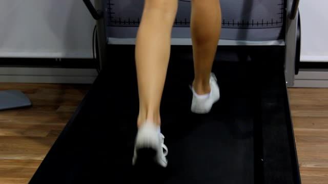 vídeos y material grabado en eventos de stock de máquina trotadora (hd - corredora de footing