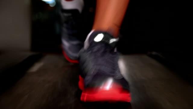 stockvideo's en b-roll-footage met treadmill - fitnessapparatuur