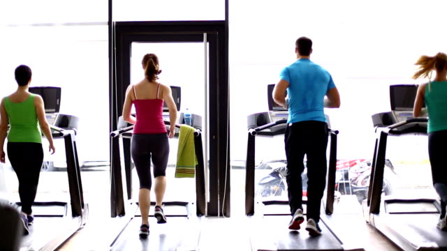 stockvideo's en b-roll-footage met treadmill workout. - gym