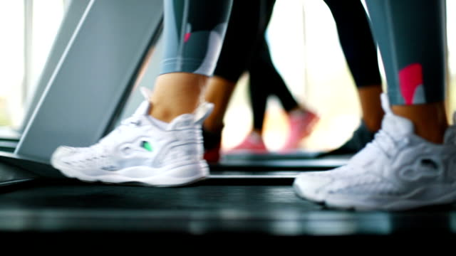 treadmill workout. - scarpe da ginnastica video stock e b–roll