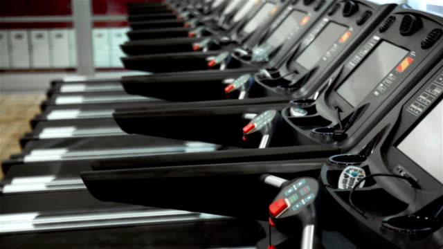 stockvideo's en b-roll-footage met treadmills - gym