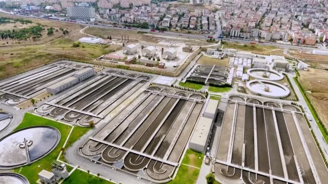 vidéos et rushes de usine de traitement - eau minérale