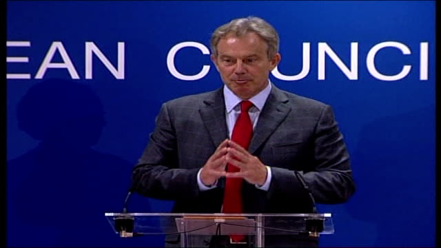 treaty agreed / blair meets pope; int tony blair mp and margaret beckett mp at press conference podiums tony blair mp press conference sot -... - 改革論者点の映像素材/bロール