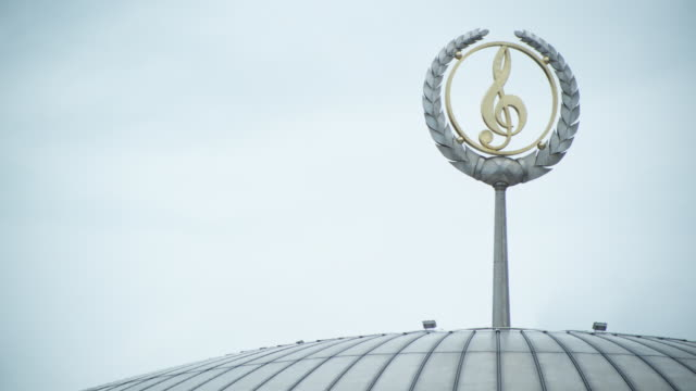 cu treble clef emblem of conservatorium of music 'dom muziki' / moscow, russia - treble clef stock videos & royalty-free footage