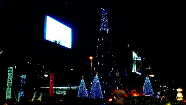 木の照明でクリスマス - 飾りつけ点の映像素材/bロール