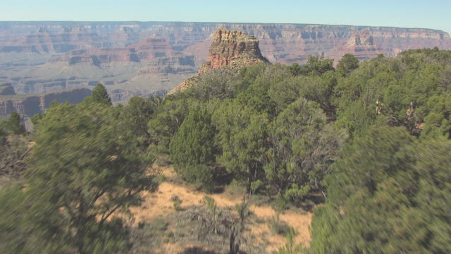 stockvideo's en b-roll-footage met ms aerial trees from south rim to reveal rock formation in canyon near zuni point corridor along grand canyon south rim / arizona, united states - zuni