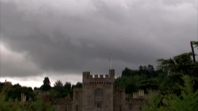 trees surround hampton court castle in herefordshire. available in hd. - herefordshire bildbanksvideor och videomaterial från bakom kulisserna