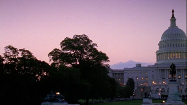 vídeos y material grabado en eventos de stock de trees to capitol building w/ ulysses s grant memorial equestrian statue fg - ulysses s grant