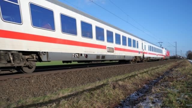 stockvideo's en b-roll-footage met trein van de deutsche bahn tussen osnabrück en hannover - kees van den burg