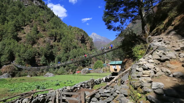trekkers along the dudh koshi river valley, himalayan mountains, nepal - mt everest national park stock videos and b-roll footage