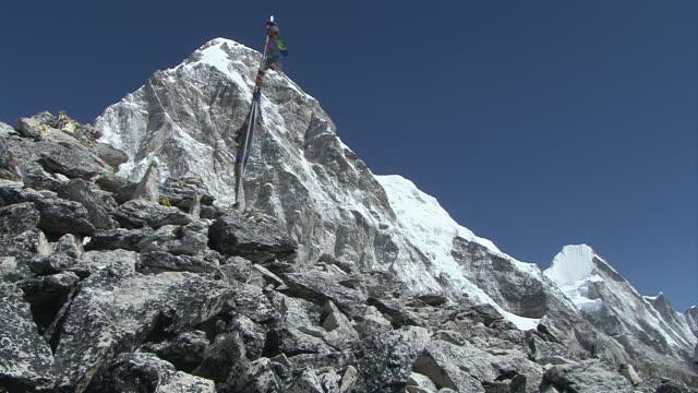 ws trekkers reaching summit of kala pattar / gorak shep, khumbu region, nepal - khumbu stock videos and b-roll footage