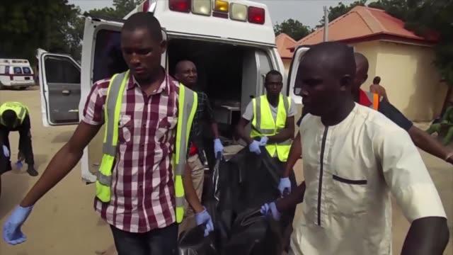 tres mujeres se hicieron explotar el martes a la entrada de un campo para desplazados en nigeria - entrada stock videos and b-roll footage