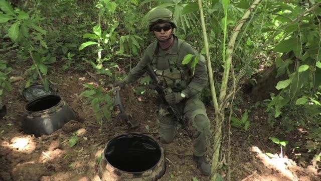 vídeos y material grabado en eventos de stock de tres toneladas de cocaina incautadas el fin de semana iban a ser despachadas por la banda narcotraficante clan usuga via mexico hacia estados unidos... - ee.uu