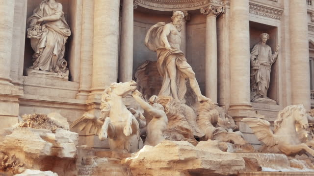 trevi fountain, rome, italy - xvii° secolo video stock e b–roll