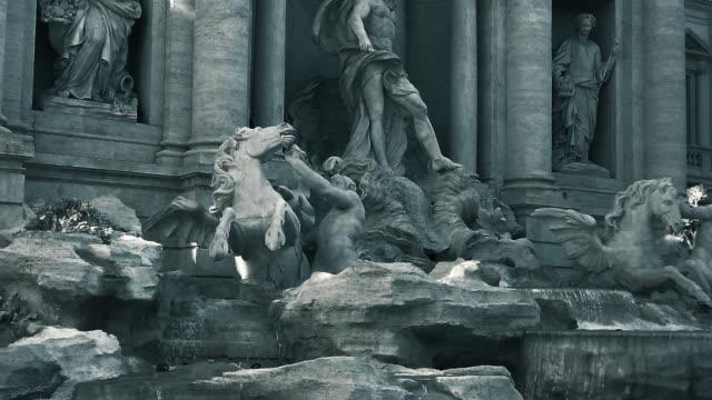 trevi-brunnen, rom, italien - mythologie stock-videos und b-roll-filmmaterial