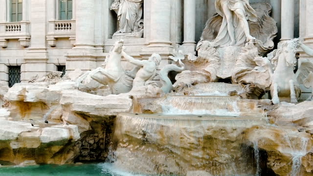 stockvideo's en b-roll-footage met trevi fontein in rome - fontein