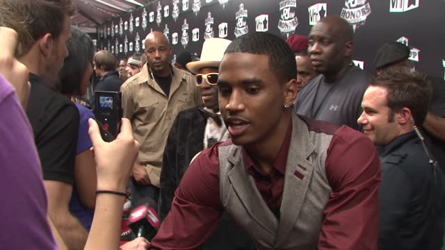 stockvideo's en b-roll-footage met trey songz at the 2009 vh1 hip hop honors red carpet at new york ny - vh1