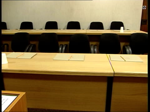 government calls for changes in fraud cases old bailey empty judge's chair in courtroom with royal coat of arms on wall behind jury seating in empty... - court room stock-videos und b-roll-filmmaterial