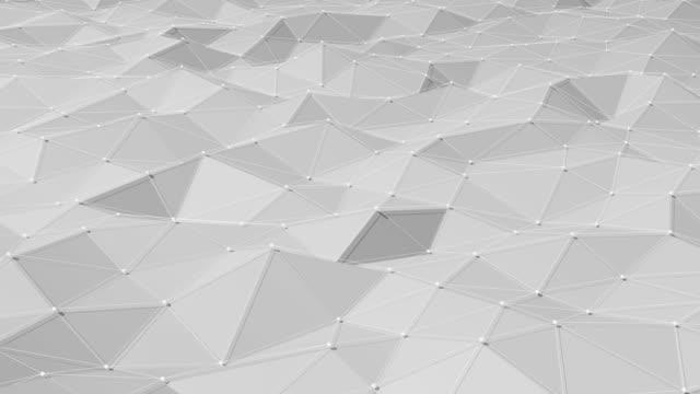 vídeos de stock, filmes e b-roll de animação loopable de fundo de poligons triângulo - copy space