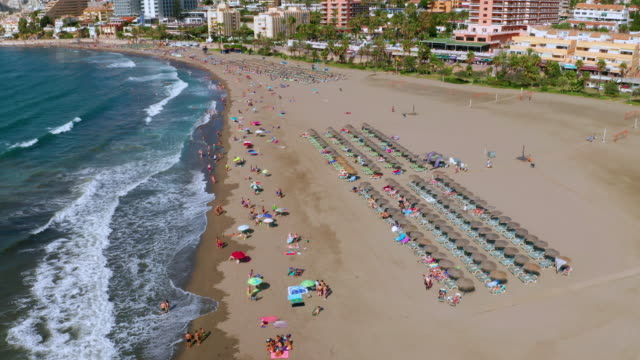 triangular beach & sun beds, benalmadena, andalusia, spain - sonnenschirm stock-videos und b-roll-filmmaterial