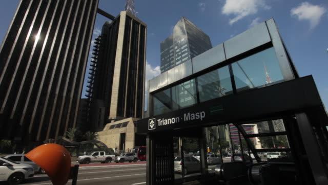 vídeos de stock, filmes e b-roll de trianon-masp station, paulista avenue, sao paulo - estação de metrô