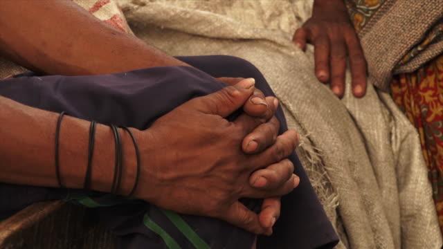 vídeos de stock e filmes b-roll de tribal couple in agar, village scene, india - tecer