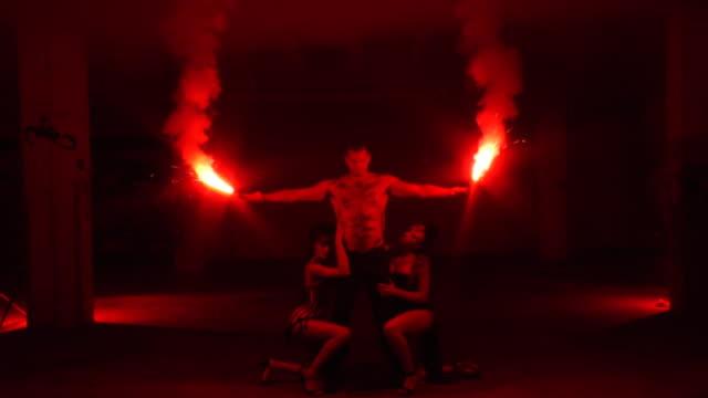 stamm-feuer - erotischer tanz stock-videos und b-roll-filmmaterial