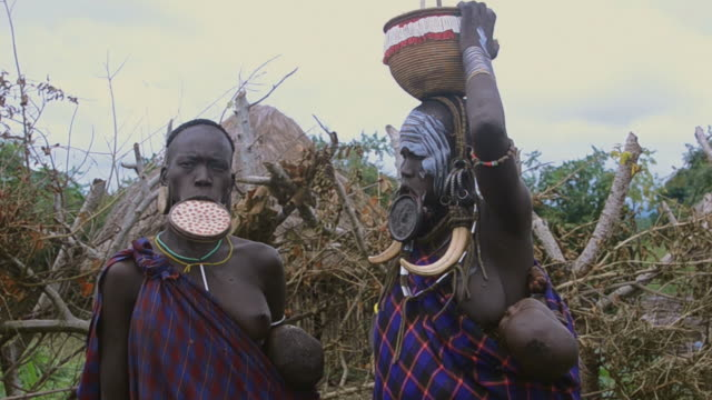 MS Tribe Mursi women with clay pot in lip / Jinka, Ethiopia